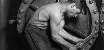 647px-Lewis_Hine_Power_house_mechanic_working_on_steam_pump